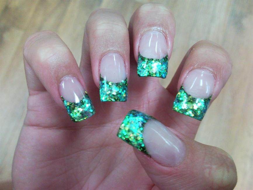 Green sparkle colored acrylic nails - FMag.com