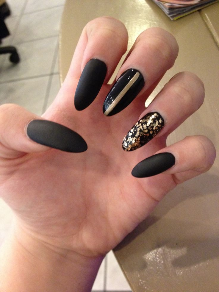 Matte black acrylic nails with gold for Acrylic toe nails salon