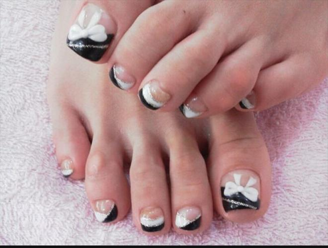 black and white bows toe nail design - Black And White Bows Toe Nail Design - FMag.com