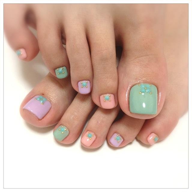 cute pastel toe nail design - FMag.com