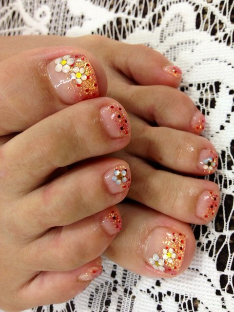 pretty flower toe nail design - FMag.com