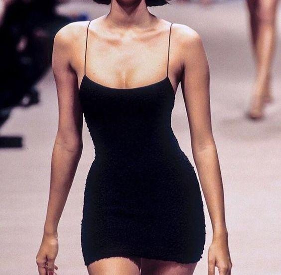 How to Wear Black Bodycon Dress: 10